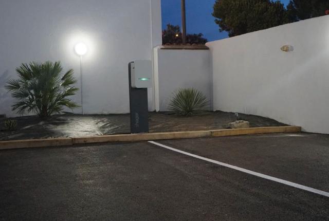 place de parking de l'hotel face aux flots à oléron